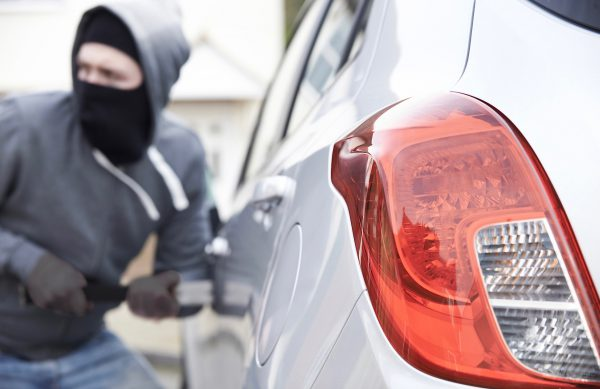 jak uchronić auto przed kradzieżą